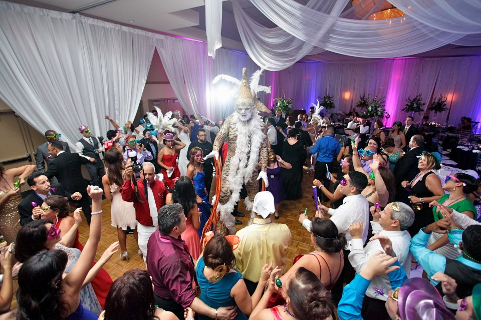 hora loca show by black amp wine events